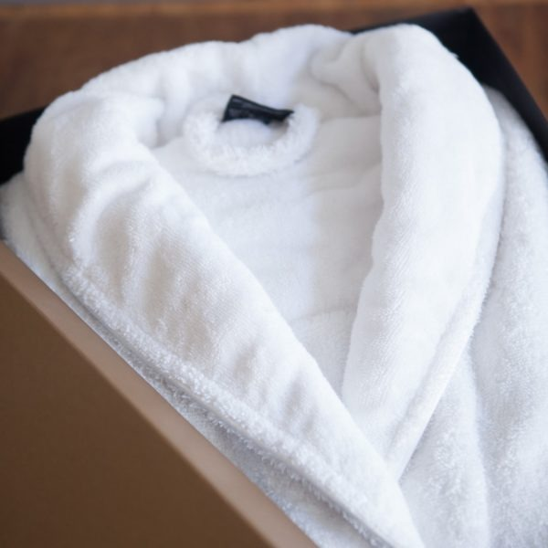 Boxed shawl collar robe - white