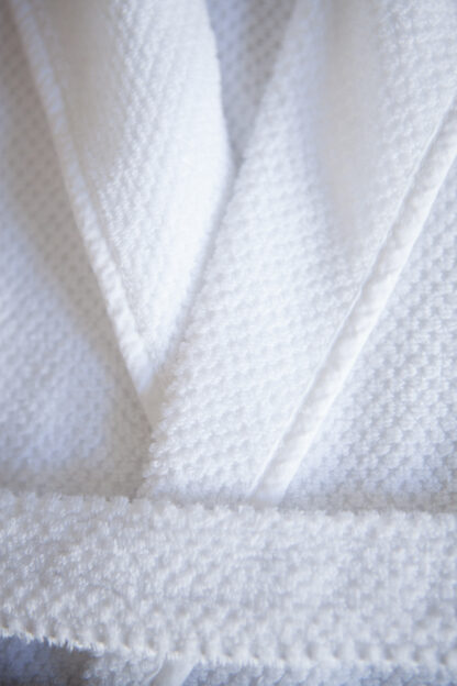 Bee waffle robe - white detail